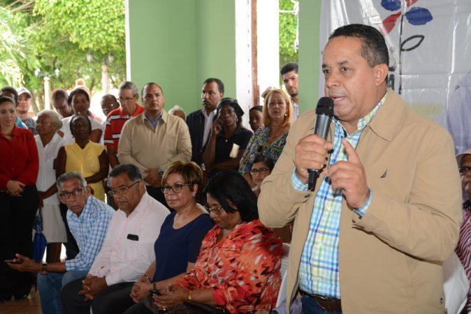 Comisión presidencial se reúne con comunitarios de San José de Los Llanos