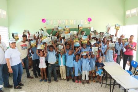 Fundación Estrella y Cemento Panam entregan útiles escolares en comunidades de Los Llanos